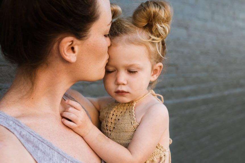 Pogimdyvinė depresija: įkyrios, gąsdinančios mintys ir kaip jas įveikti?