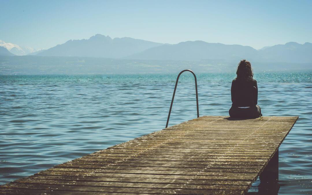 Depresiją įveikusi jauna moteris: yra daug veiksmingų būdų padėti sau